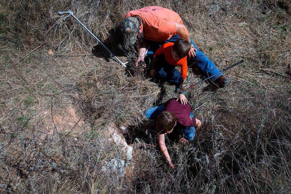 Schon die Jagd auf die Schlangen ist ein großes Ereignis. (Foto: AFP)