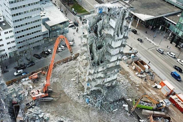 Ein letzter Drohnenflug über das Gerippe der Freiburger Volksbank