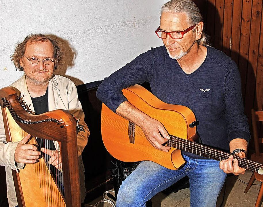Mit einem Geburtstagsständchen gratuli...ph Pampuch  (Harfe) dem Bürgerverein.   | Foto: Hans-Walter Mark