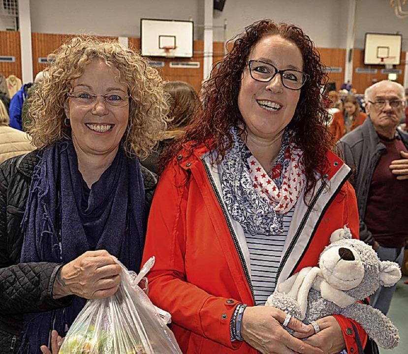 Heike und Andrea Schweizer (links) und... Schwester Nicole Bächlin kommen gern.  | Foto: Marco Schopferer