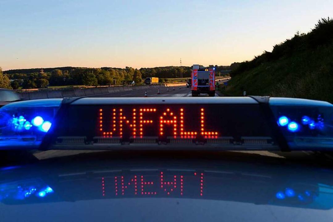 Nach einem Unfall auf der A5 bei Efrin...wei Rettungshubschrauber. (Symbolbild)  | Foto: dpa