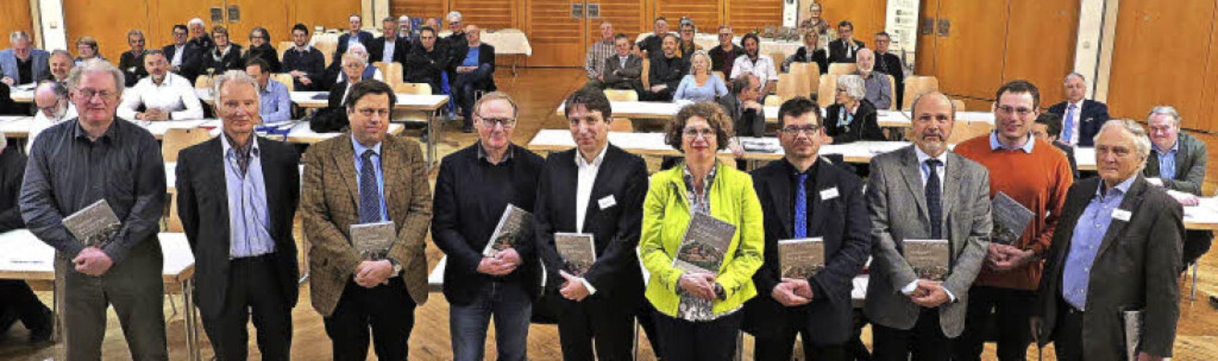 Einige Autoren des neuen Bandes zur Zä...gung mit Buchvorstellung in Neuenburg   | Foto: dorothee philipp