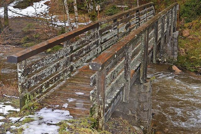 Wanderer bekommen neue Brücke