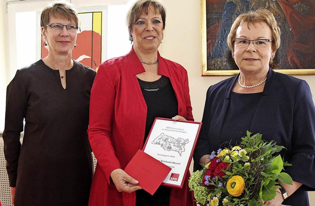 Hannelore Reinbold-Mench (rechts) beka...einschaft sozialdemokratischer Frauen.  | Foto: Dagmar Barber