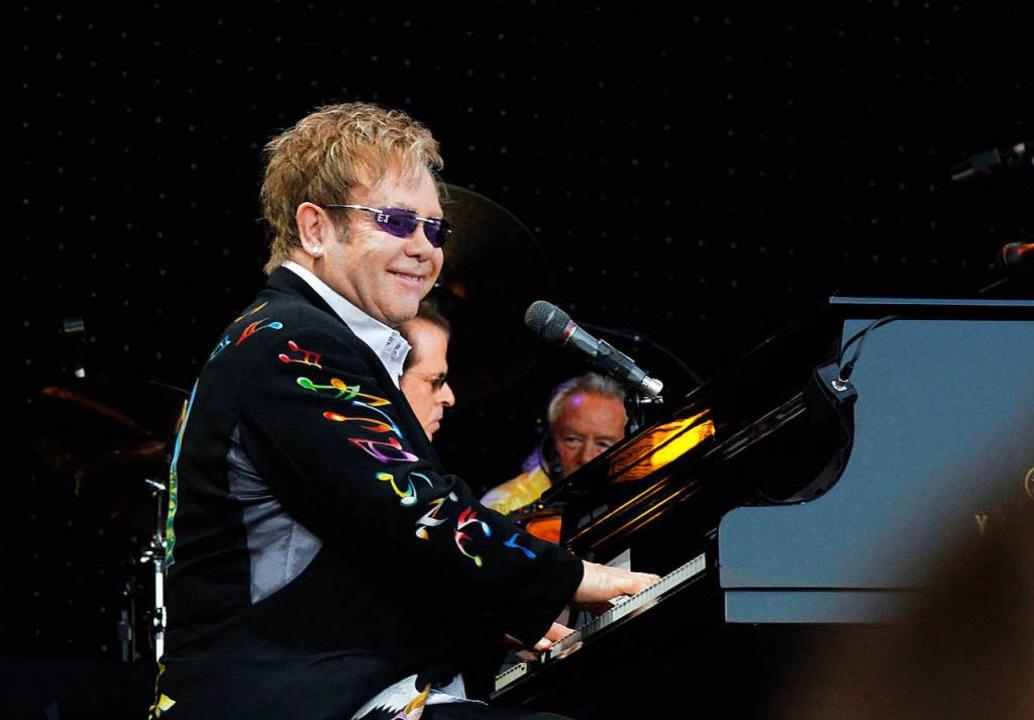 Elton John sang 2011 auf dem Freiburger Messeplatz.  | Foto: W. grabherr
