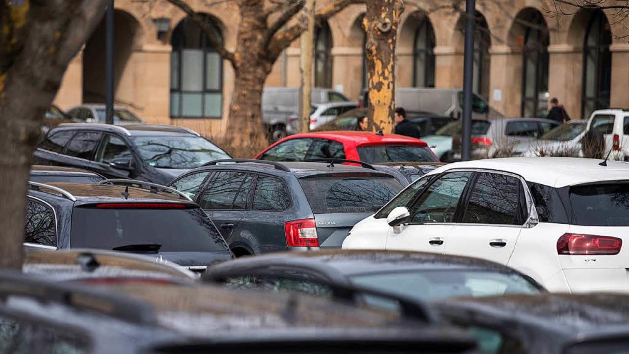 Parkende Autos    Foto: dpa
