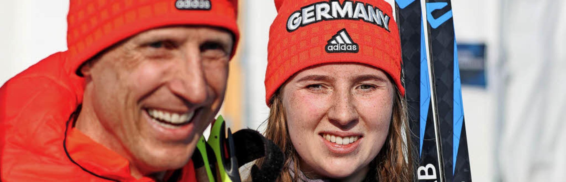 Er hat gut lachen: Martin Härtl ist de... Bronzemedaillengewinnerin Clara Klug.  | Foto: dpa
