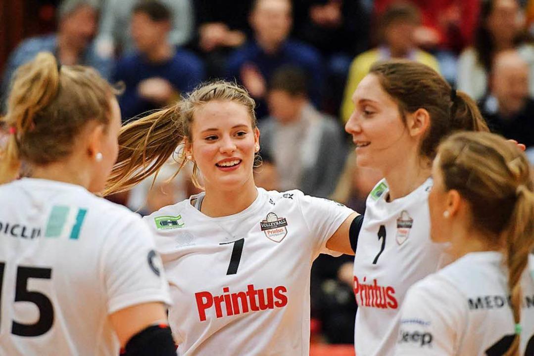 Geübt im Jubel: Offenburgs Volleyballerinnen.  | Foto: Sebastian Koehli