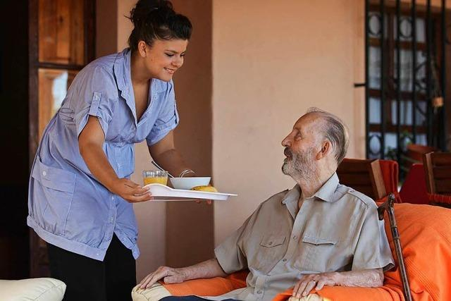So kann man ganz legal eine ausländische Pflegekraft beschäftigen