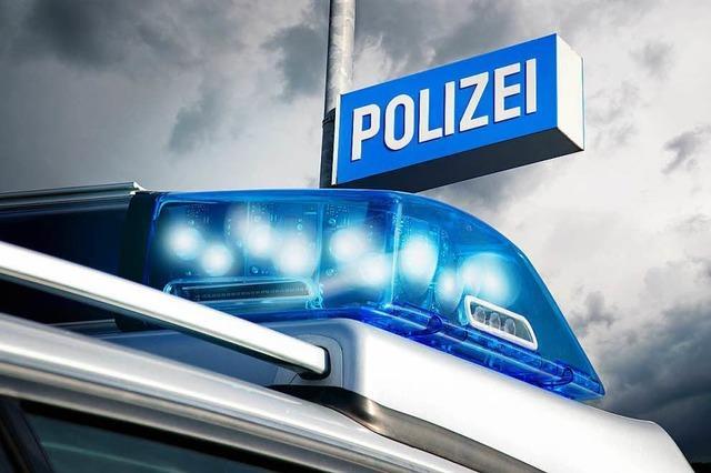 Betrunkener Autofahrer fährt in Weil am Rhein falschherum in den Kreisverkehr