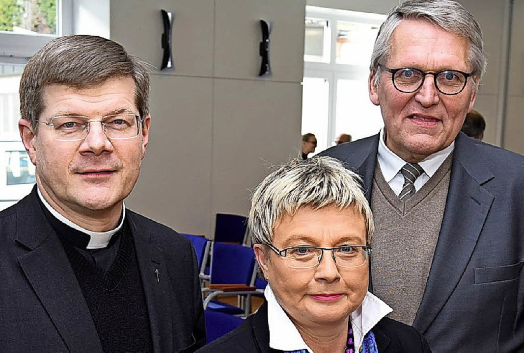 Erzbischof Stephan Burger mit Theologi...Präsident Thomas Sternberg (von links)  | Foto: r. eggstein