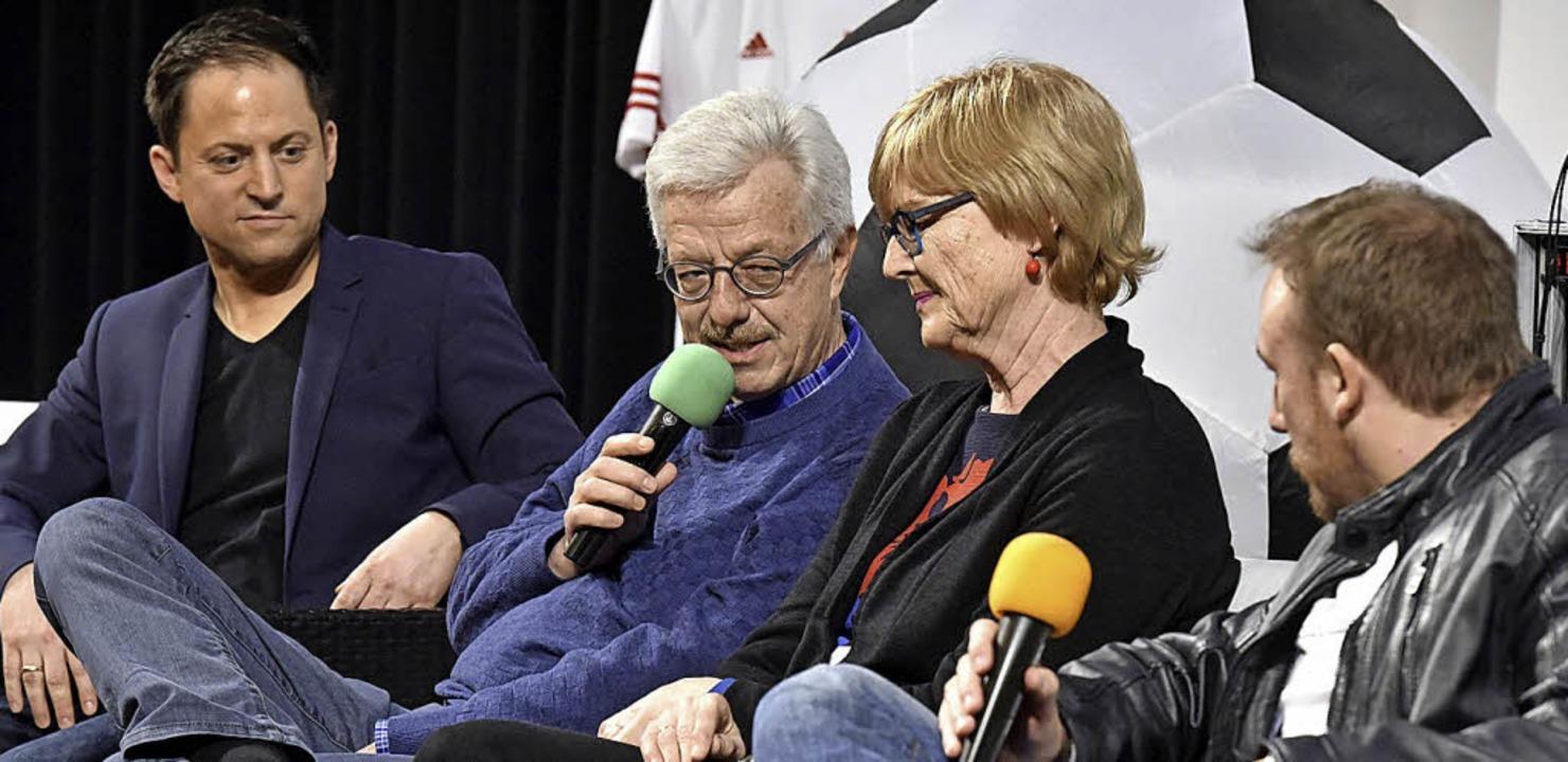 Überraschung zum Abschied des Bürgerme...k, seine Frau Ulrike und Carlo Büchner  | Foto: thomas kunz
