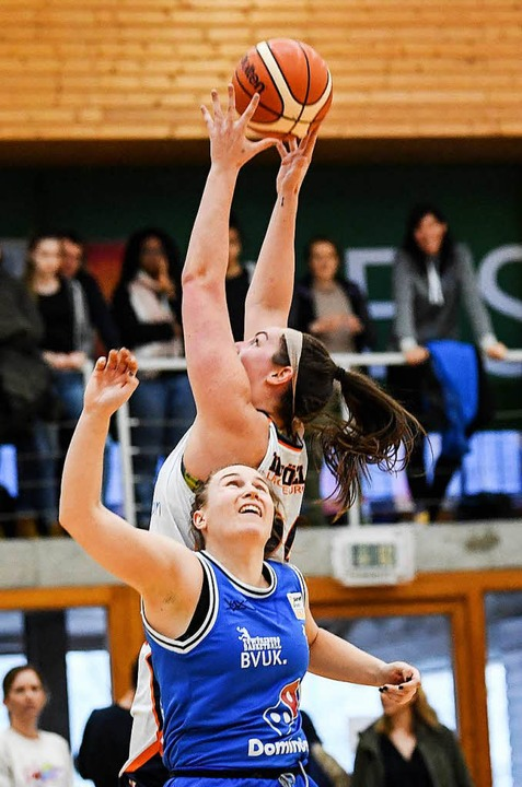 Kristen Gaffney holt sich hier einen Rebound.  | Foto: Patrick Seeger