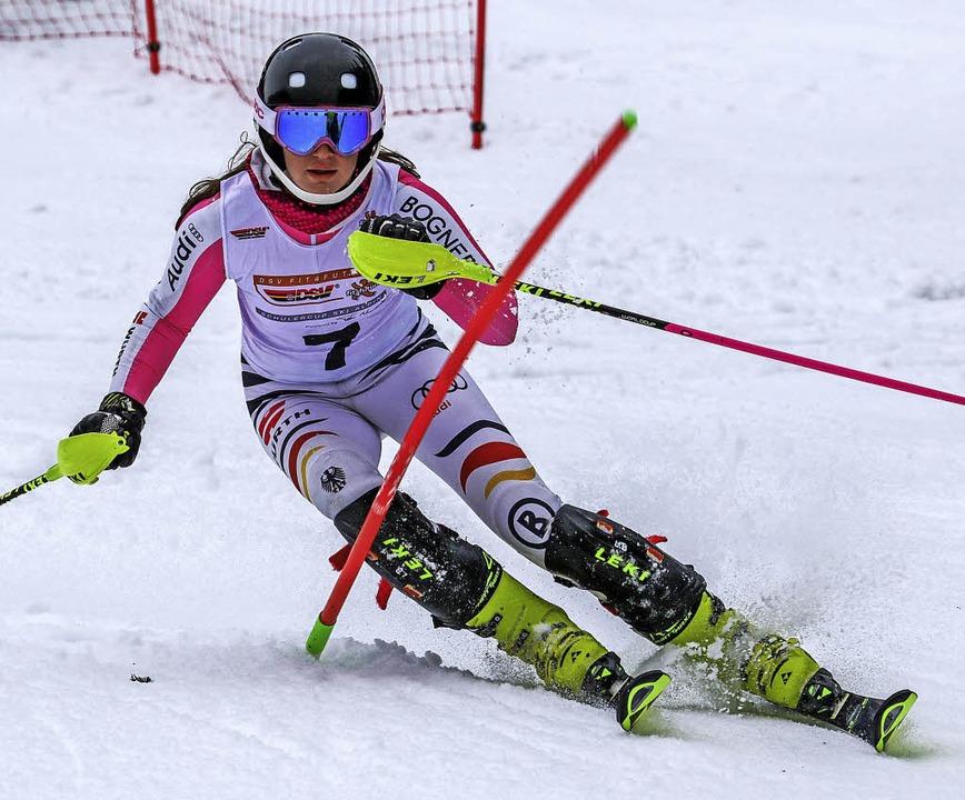 Im Riesenslalom beim letzten Tor einge...im Slalom auf dem Podest: Leah Bühler   | Foto: Martin Siegmund