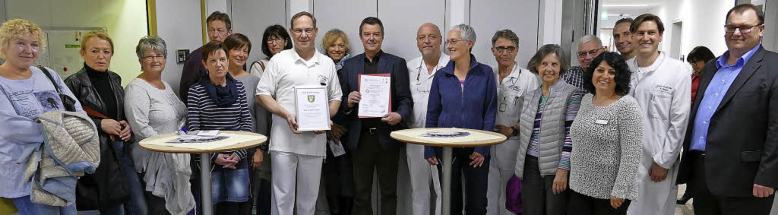 Freuen sich über die Zertifizierung: K...bandsvorsitzenden Peter Lob (rechts).   | Foto: Hans-Peter Müller