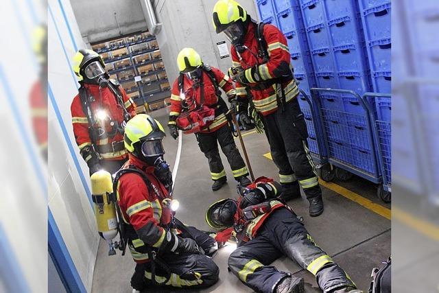 Feuerwehr probt in Industriebetrieb in Gottenheim