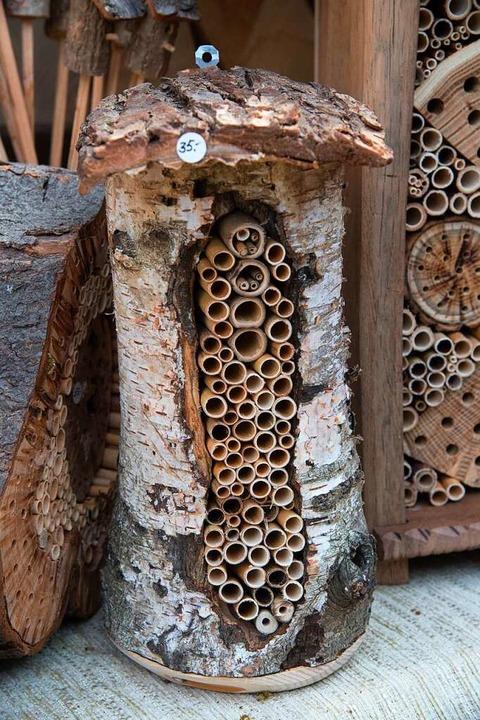 rainer sacker aus h gelheim baut insektenhotels f r wildbienen m llheim badische zeitung. Black Bedroom Furniture Sets. Home Design Ideas