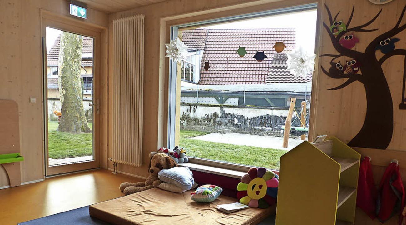 Große Fenster und viel Holz sorgen für Gemütlichkeit.     Foto: Bgz