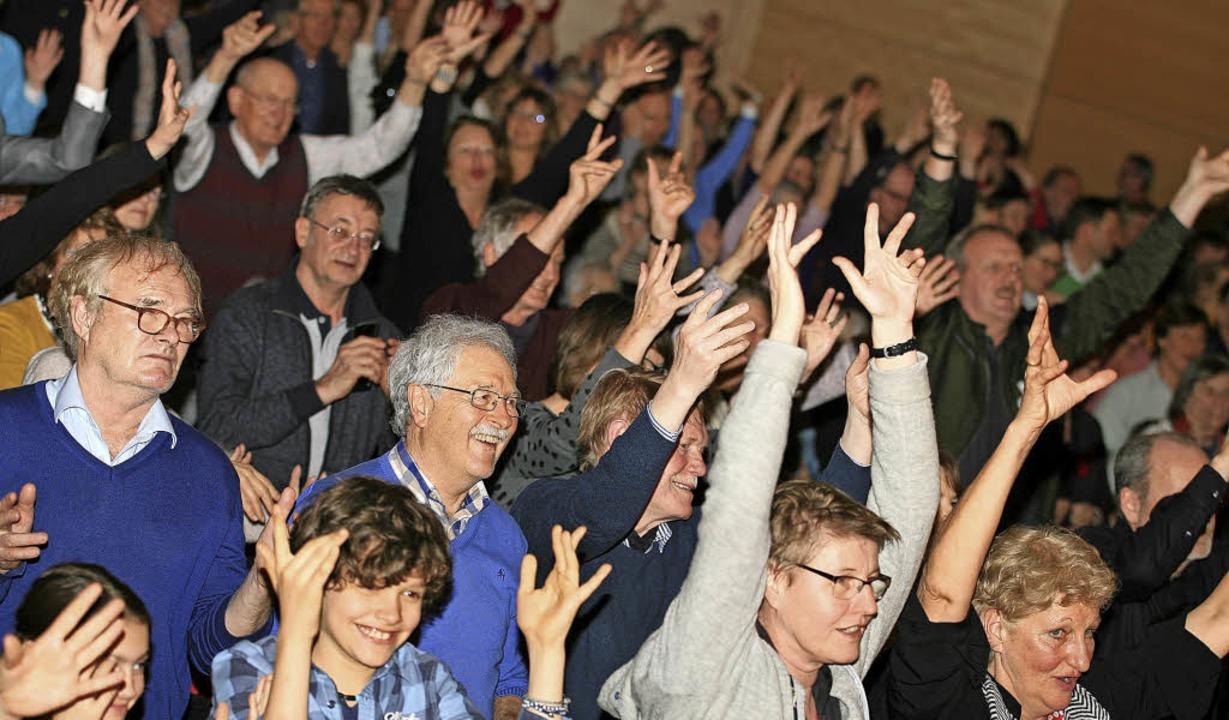 Die Zuhörer durften beim Auftritt des ...dem Chor mit zahlreiche Zugabe-Rufen.   | Foto: Wolf-Wilhelm Adam