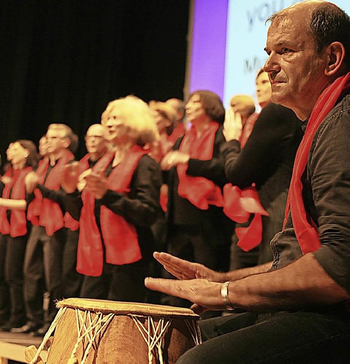 Der Gospel-Chor Never give up wurde von Instrumentalisten unterstützt.  | Foto: Wolf-Wilhelm Adam