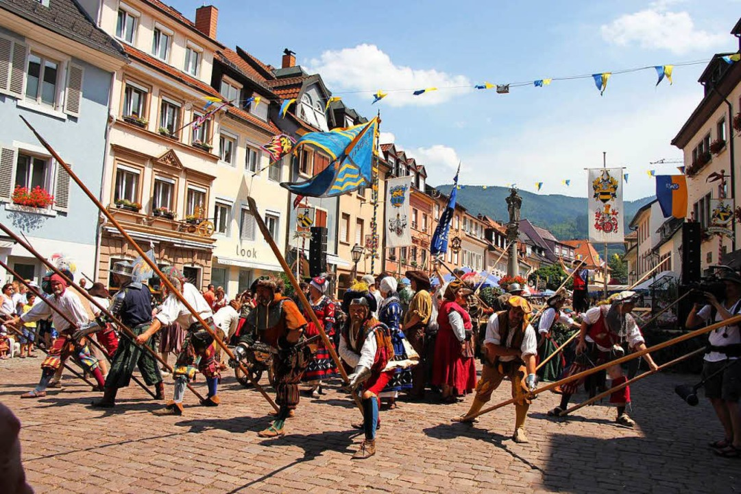 Beim historischen Marktplatzfest in Waldkirch geht es ausgelassen zu.  | Foto: Stadt Waldkirch