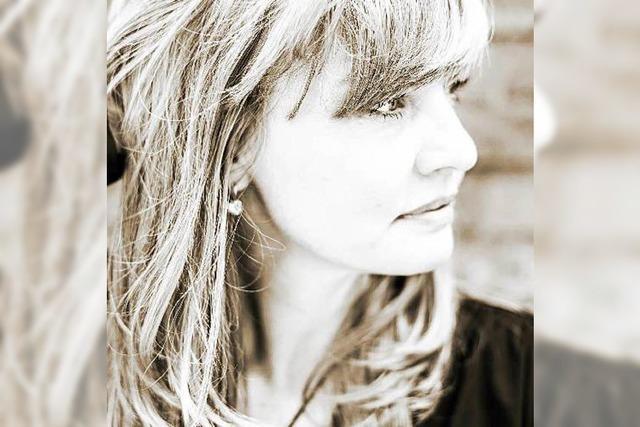 Christina Lux: Leise Lieder über die kleine, eine Welt