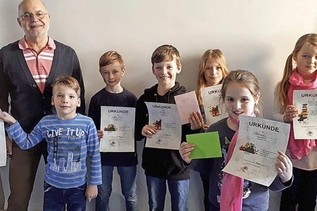 Schüler erhalten Anerkennung für fleißiges Lesen