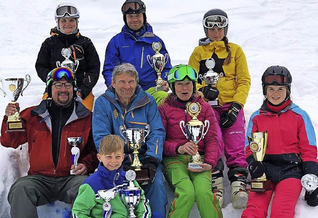 Zeller Ski-Vereinsmeister ermittelt: H...oese, Paula Kaufmann. Vorne: Ole Olsen  | Foto: ZVG