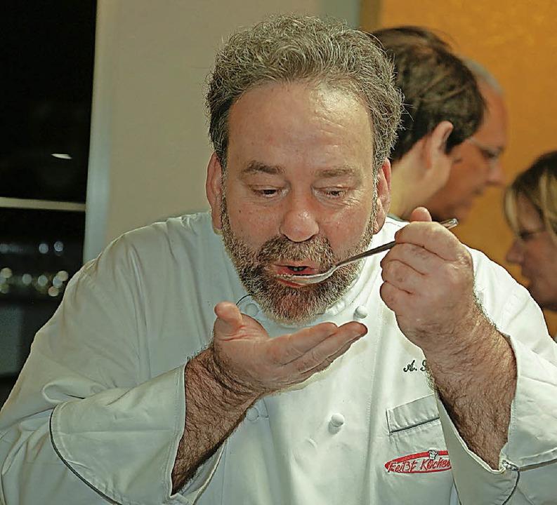 Beim Kochseminar die Autorität in der Küche: Andreas Feißt  | Foto: Sandra Decoux-Kone