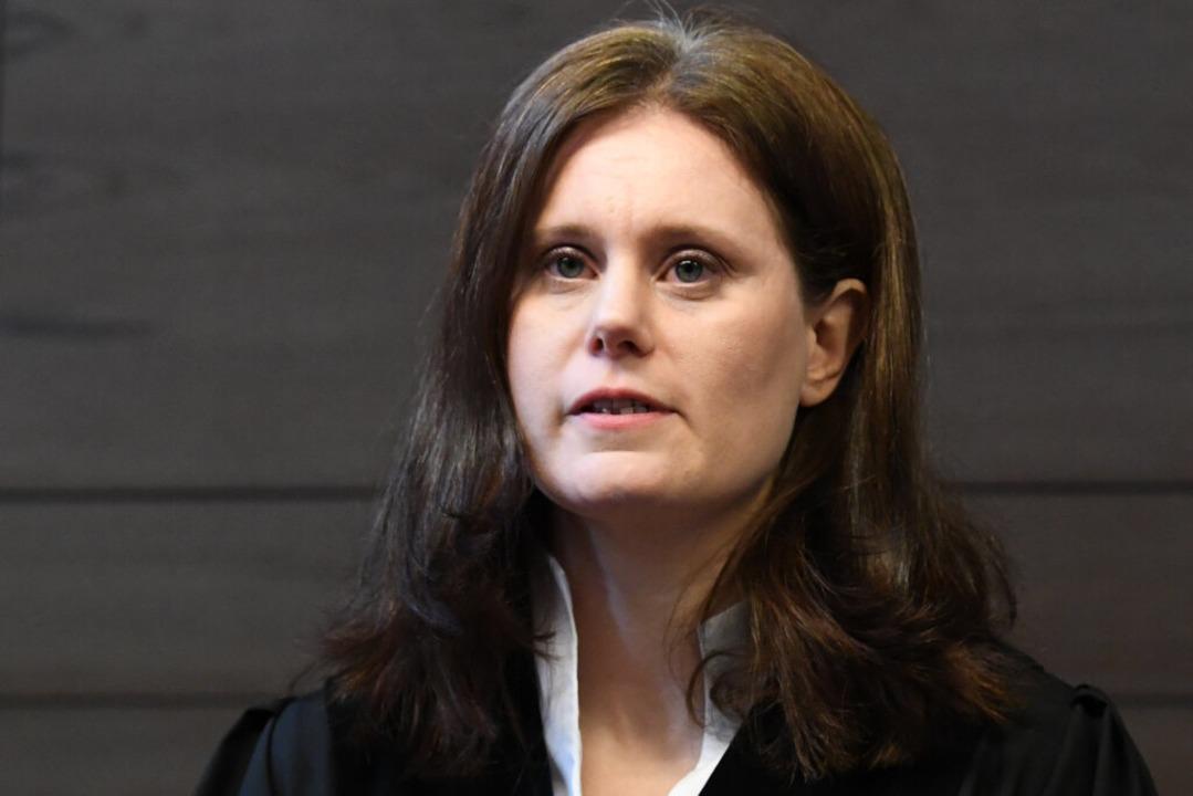 Die Vorsitzende Richterin Kathrin Schenk am Donnerstag vor Verhandlungsbeginn.  | Foto: dpa