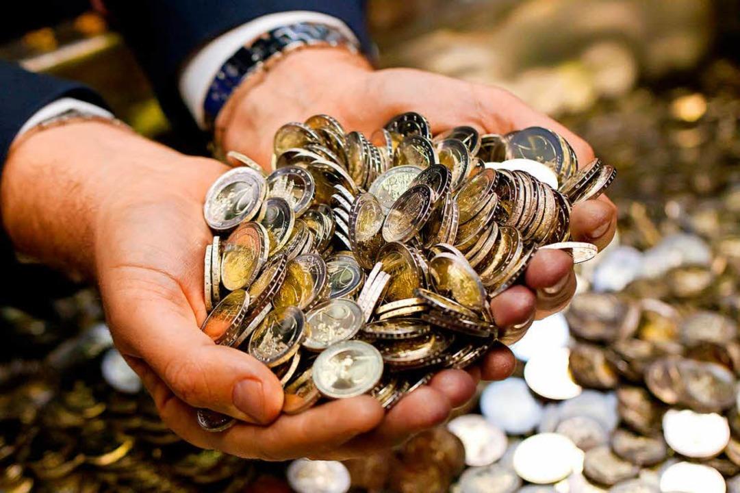 14 Millionen Euro bekommt der Mann aus Südbaden überwiesen.  | Foto: dpa