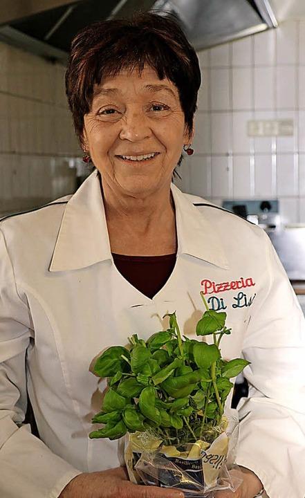 Monika Di Lisi steht auch als Frau ihr... am Herd und kocht gerne italienisch.   | Foto: Weishaar