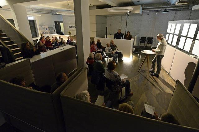 BZ-Leser stellen ihre eigene Gedichte in der Stadtredaktion vor