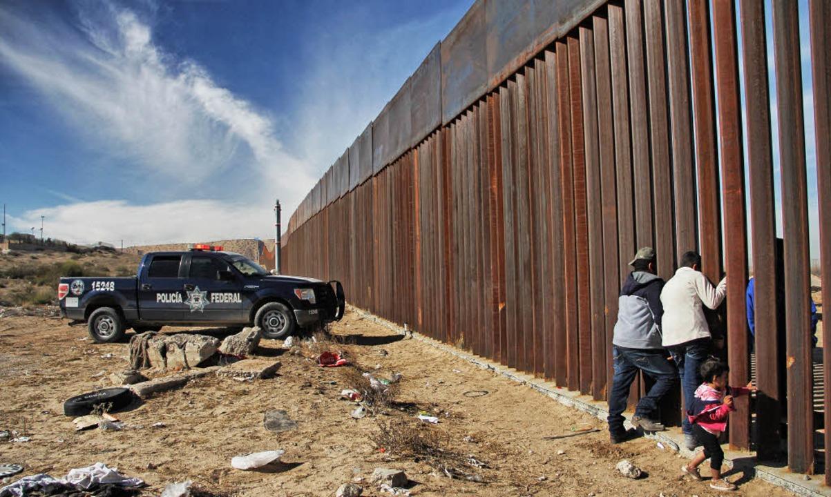 Familienzusammenführung: Verwandte geb...exiko und den USA bei  Ciudad Juarez.   | Foto: AFP