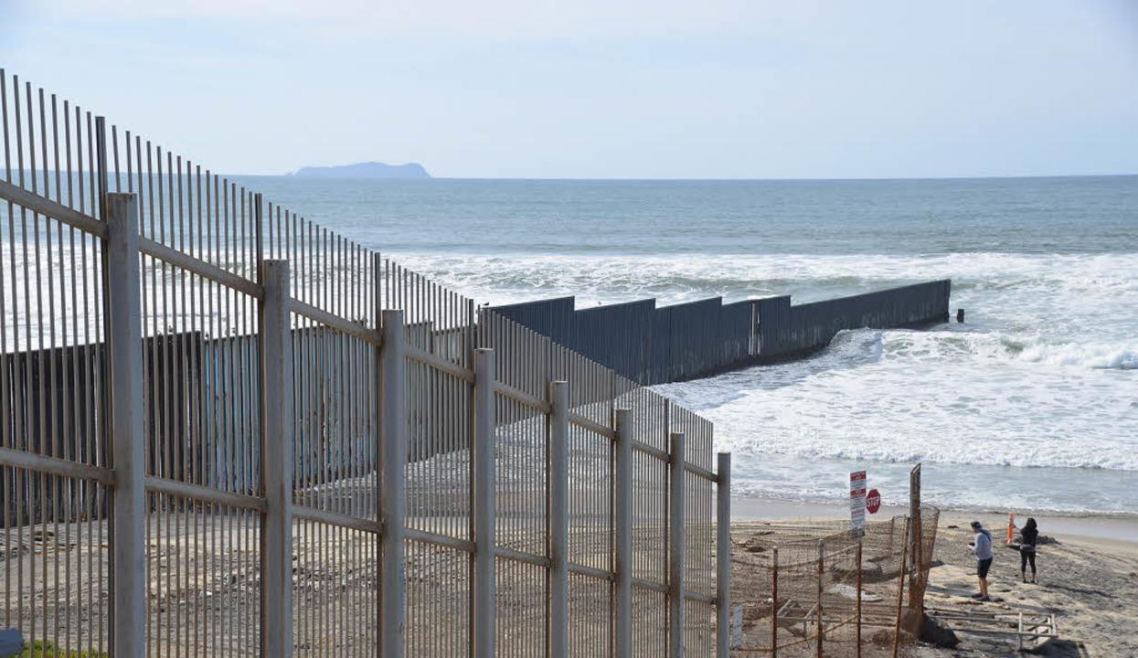 Nur der Ozean kennt keine Grenzen: Bollwerk bei San Diego, Kalifornien  | Foto: -