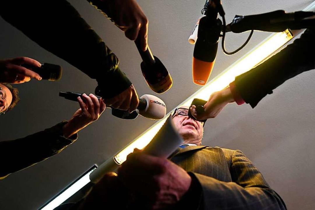 Auch Hussein K.s Verteidiger Sebastian... der Journalistinnen und Journalisten.  | Foto: dpa