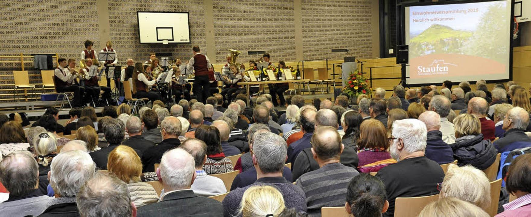Rekordbesuch: Fast 300 Einwohner wollt...Stadtmusik  stimmungsvoll aufspielte.   | Foto: Hans-Peter Müller