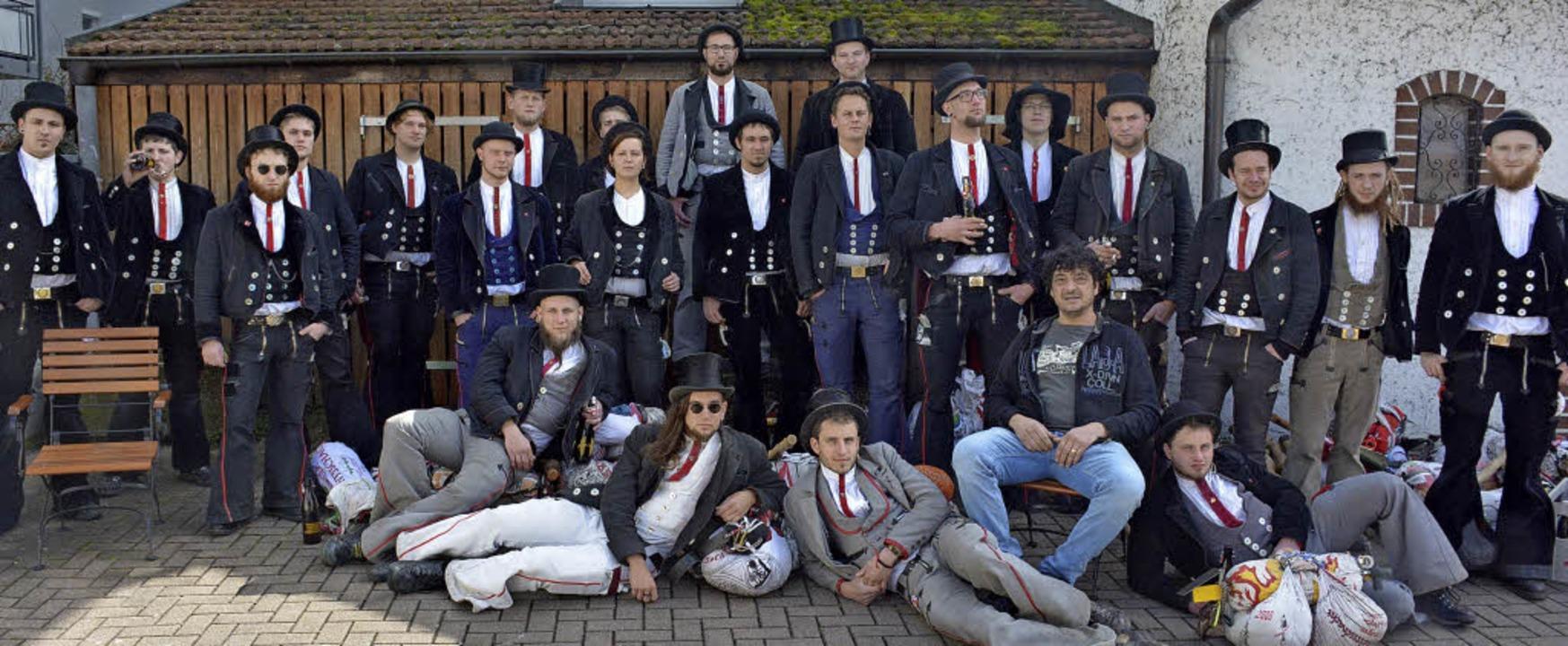 Einige der Teilnehmer am Jahrestreffen...em Weiler Gastgeber Umberto Impronta.   | Foto: Lauber
