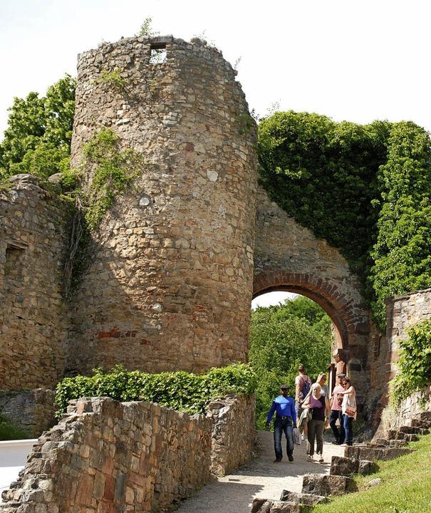 Die Burgruine Rötteln ist ein  Anziehungspunkt.   | Foto: Tolsdorf (2)/ Ruda