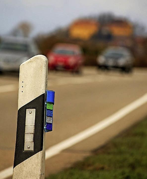Blaue Reflektoren sollen Wildunfällen vorbeugen.  | Foto: DEcoux-Kone