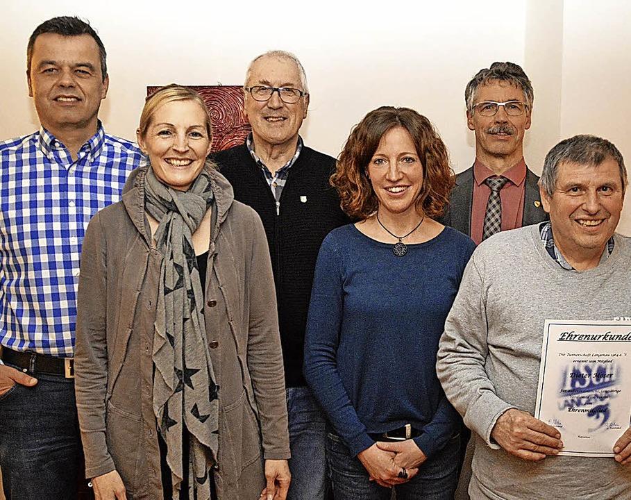 Ehrungen:  Andrea Volk (2. von links) ...r, Raffaela Elsässer und Dieter Moser.  | Foto: Edgar Steinfelder