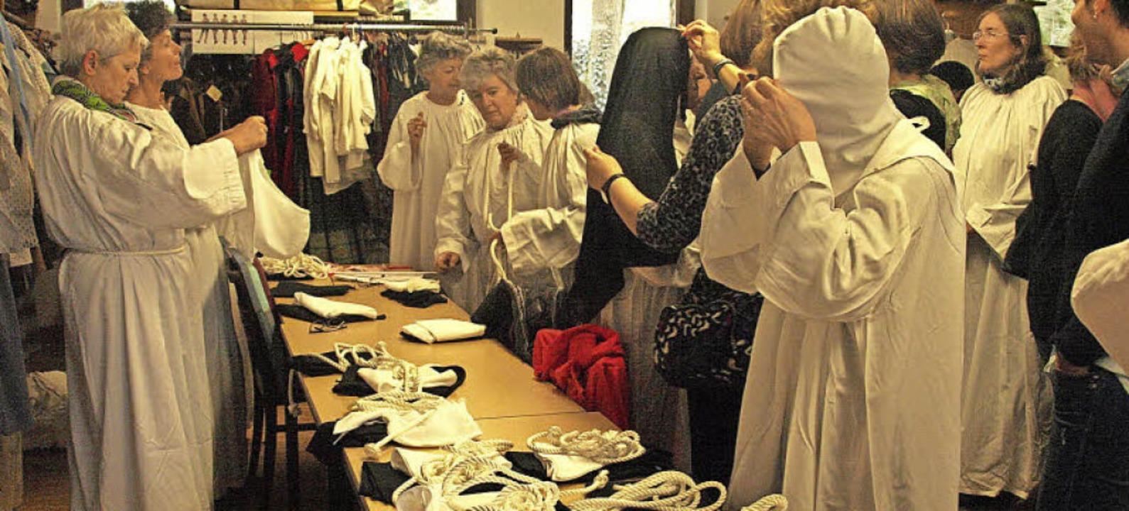 In Ötigheim wurden am vergangenen Woch...Domfestspiele St. Blasien eingekleidet  | Foto: Karin Stöckl-Steinebrunner
