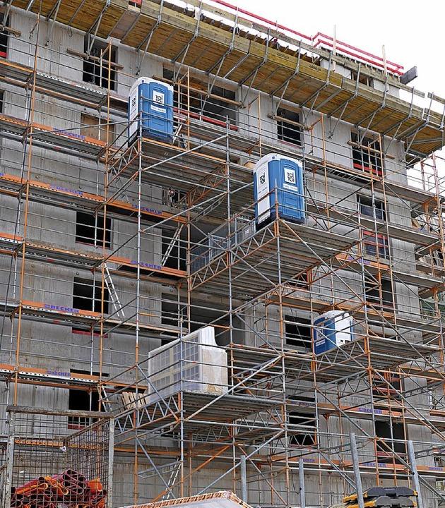 Auf jeder Etage eine Bedürfnisanstalt für die Leute vom Bau.  | Foto: Klaus Fischer