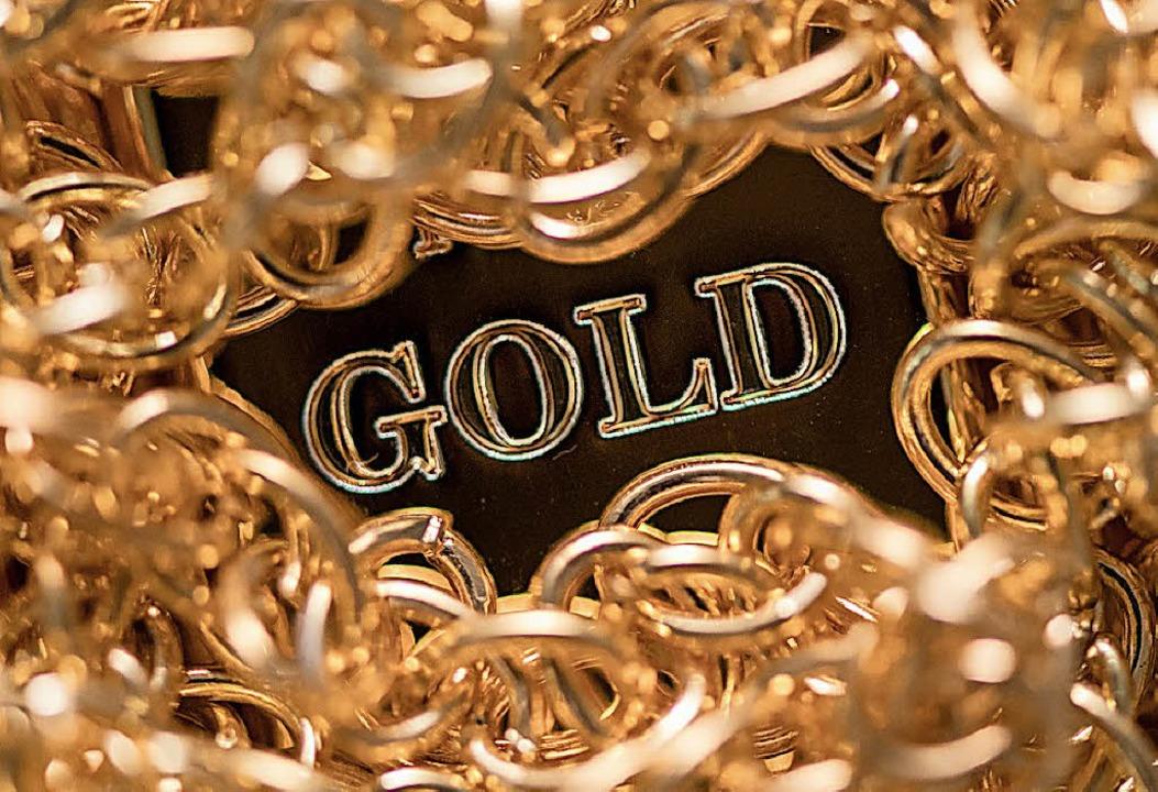 Maximal fünf bis zehn Prozent ihres Geldes sollten Anleger in Gold investieren.   | Foto: dpa