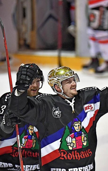 Marc Wittfoth (links) und Nikolas Lins...er bejubeln den Sieg im Schlussspurt.   | Foto: Keller