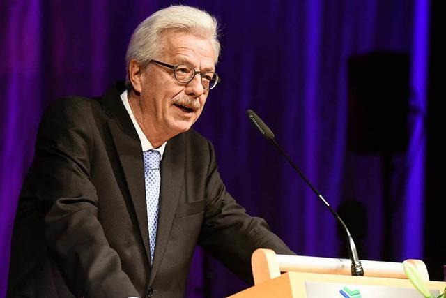 Ein Feuerwerk verabschiedet Freiburgs Finanzbürgermeister Otto Neideck in den Ruhestand