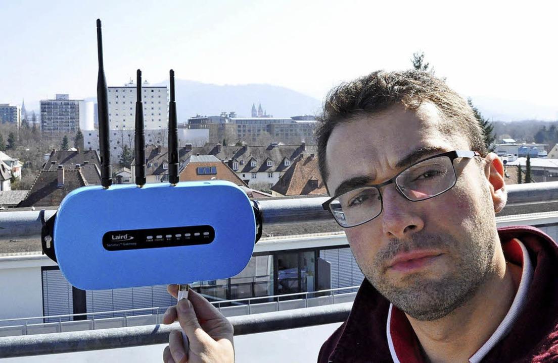 Sebastian Müller von The Things Networ... einem Gateway der LoRaWan Technologie  | Foto: Jens Kitzler
