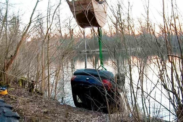 Auto aus dem Gänsweidsee gefischt