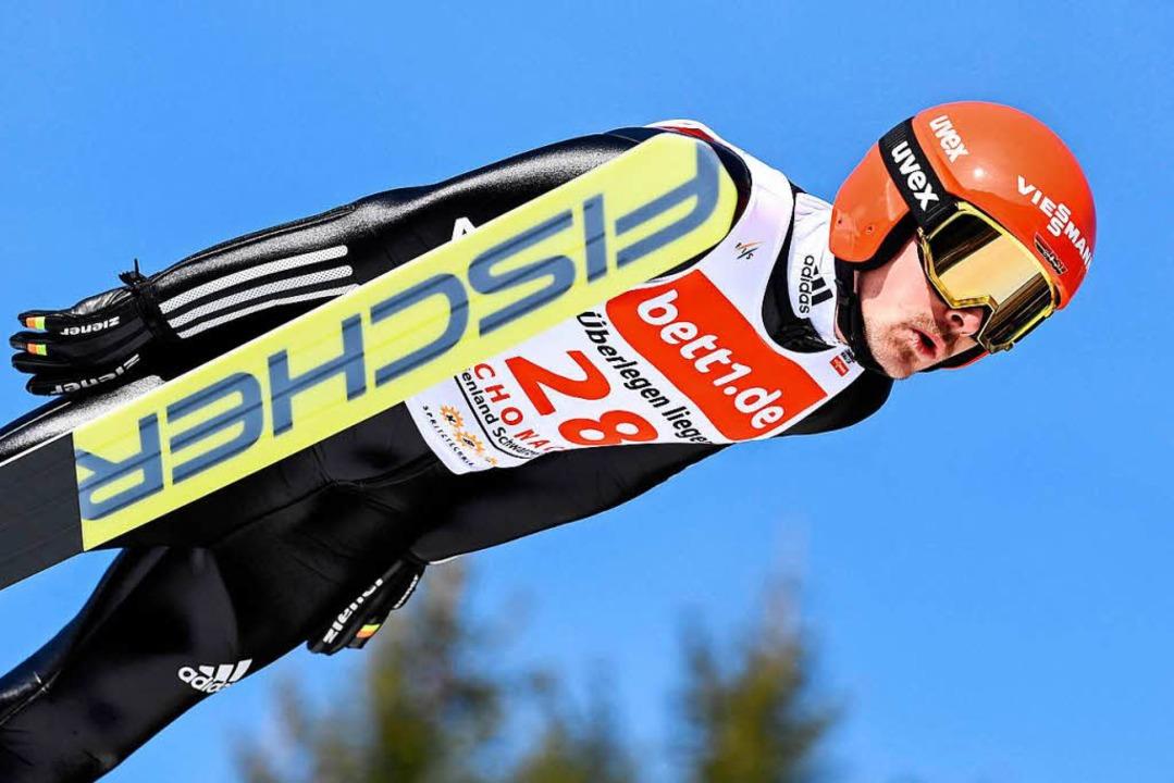 Fabian Rießle beim ersten Wertungsdurchgang in Schonach  | Foto: dpa