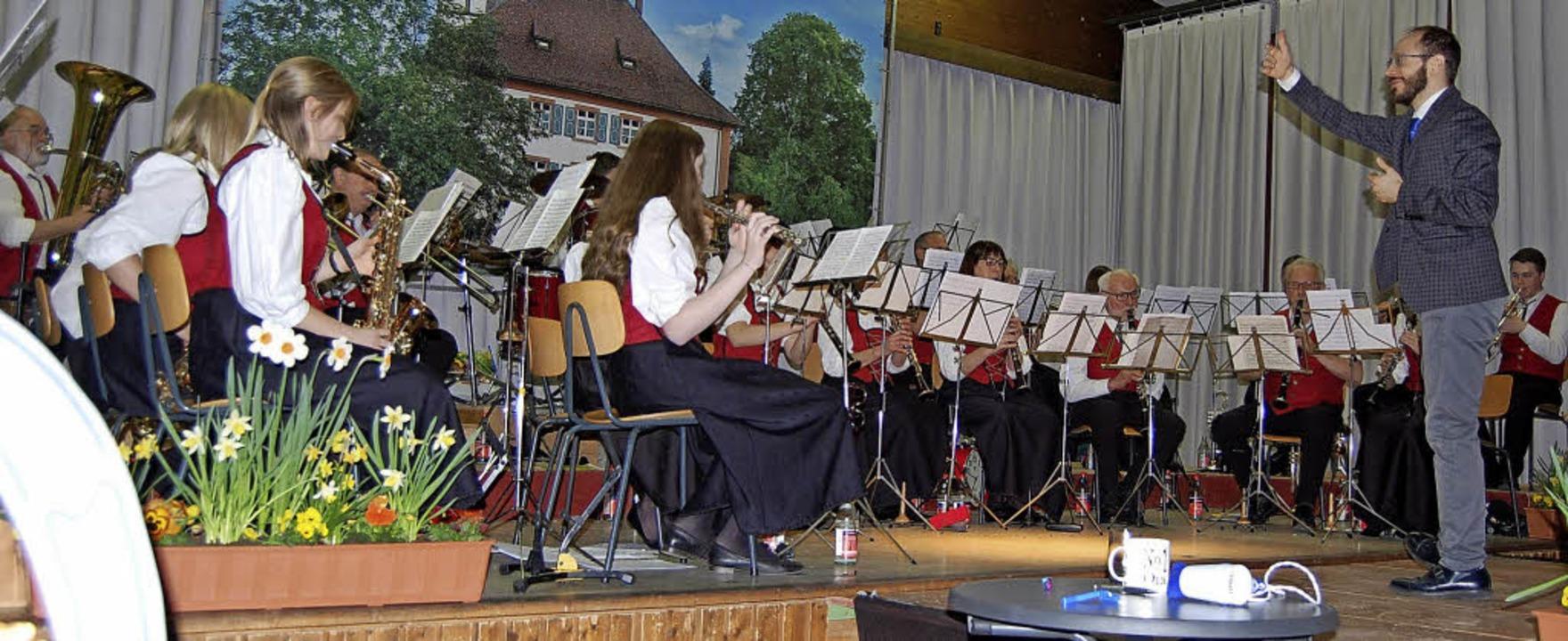 Eine musikalische Zeitreise durch die ...orsitzende Veronika Kaiser (rechts).    | Foto: Melanie Dramac